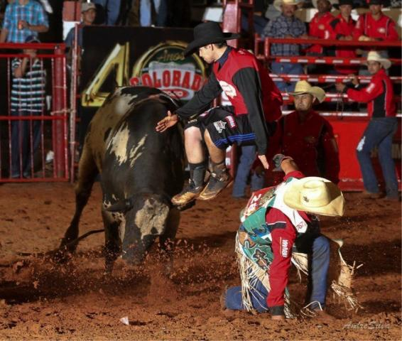 Lucas-Teodoro-bullfighter-by-Andre-Silva