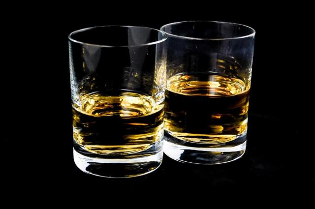 alcohol-glass-whiskey
