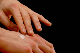 Try a topical pain reliever to ease carpal tunnel pain